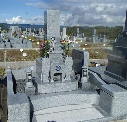 芝台付き石碑と万葉型外柵 4㎡