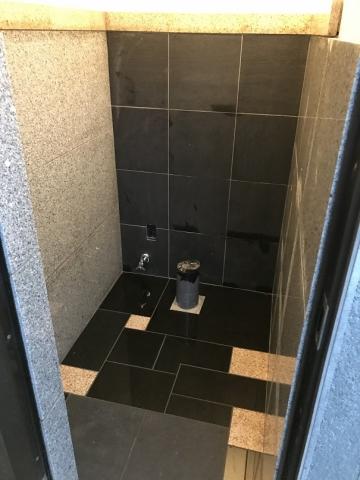 トイレの貼石