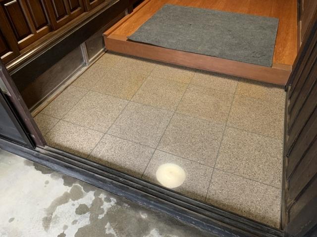 玄関の石張りのリフォーム